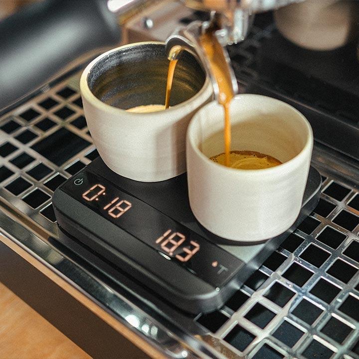 Kaffee, Tassen, Waage, Kaffeemaschine