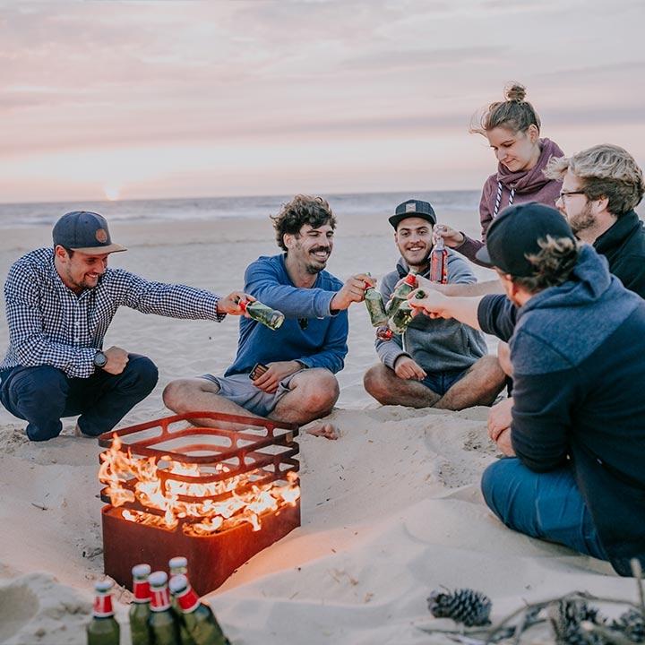 Strand, Freundschaft, Lagerfeuer, Bier, Sonnenuntergang