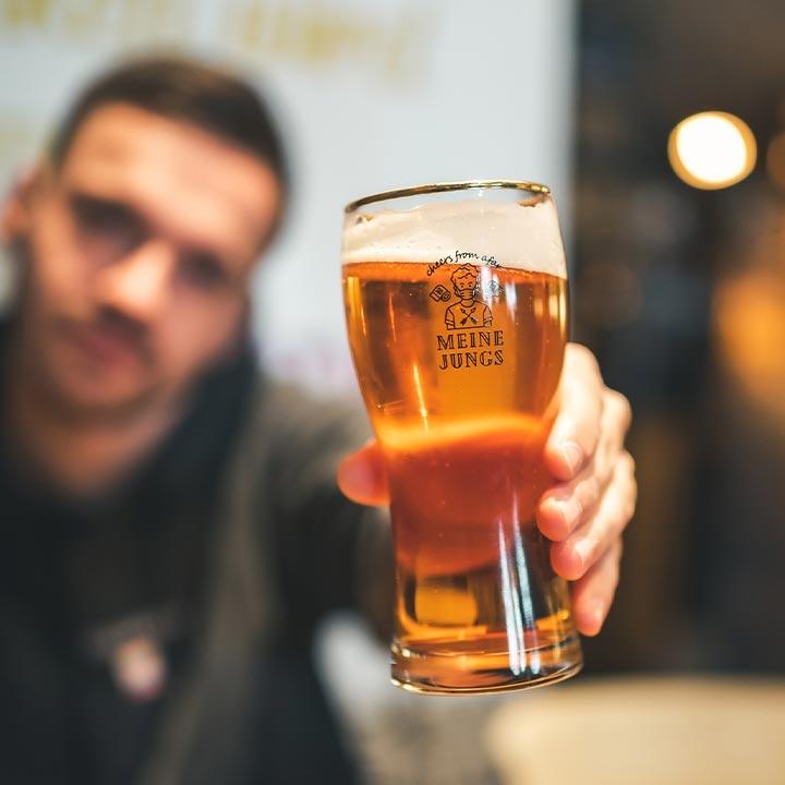 Bierglas, bier, gute Zeit, Weihnachtszeit, cheers from afar